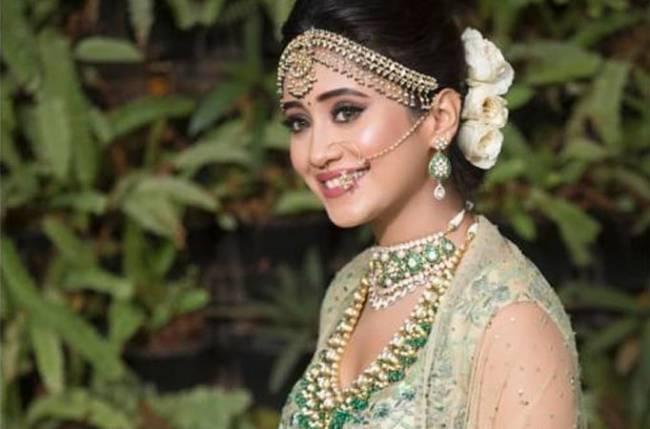 Yeh Rishta Kya Kehlata Hai's Shivangi Joshi looks GORGEOUS in THIS bridal look