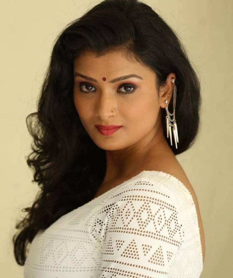 Ishita Vyas to play a BATWOMAN in 'Nagarjun-Ek Yoddha'