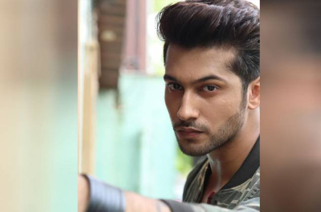 Namish Taneja meets 51 fans across the country