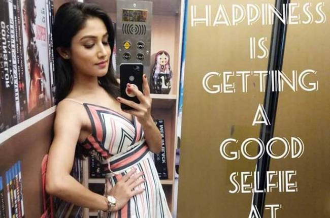 Donal Bisht teaches us how to take the perfect selfie